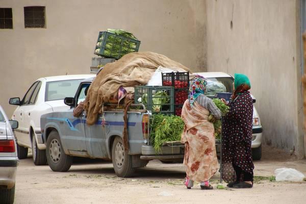 Händler in einem iranischen Dorf